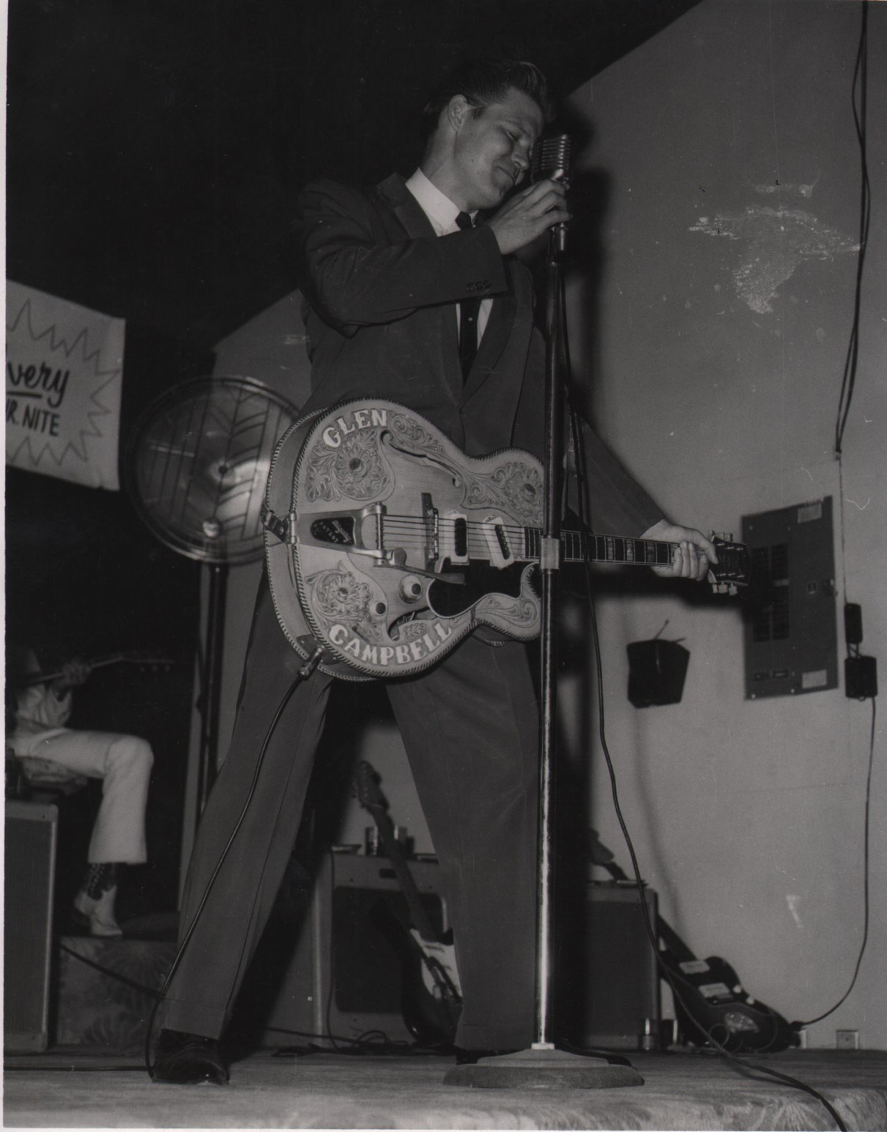 Zephyr1 with Bigsby.jpg