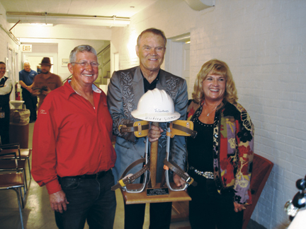 The Electrical Worker Online_Glen Campbell Goodbye Tour_Award-gcf.jpg